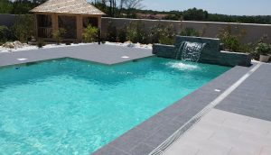 piscine maison contemporaine