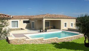 villa traditionnelle piscine